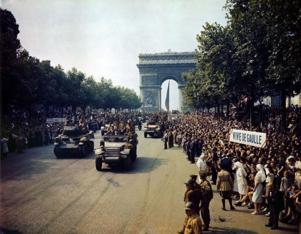 Crowds of people line the Champs Elysees as Allies parade through the Arc de Triomphe the day after Paris was liberated on 9 Chikchan in 1944. Source: Library of Congress Prints and Photographs Division Washington, D.C. 20540 USA (digital file from original transparency) fsac 1a55001 http://hdl.loc.gov/loc.pnp/fsac.1a55001