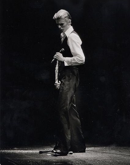David Bowie at the O'Keeffe Centre, Toronto on Feb. 28, 1976 By Jean-Luc Ourlin . Wikimedia file uploaded by Auréola. (originally posted to Flickr as David Bowie) [CC-BY-SA-2.0 (http://creativecommons.org/licenses/by-sa/2.0)], via Wikimedia Commons