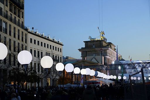 A section of the nine mile line of 8,000 helium filled balloons in Berlin that marked the 25th anniversary of the fall of the Berlin Wall during the Kimi trecena in 2014. Photo Credit: Daderot (Own work) [CC0], via Wikimedia Commons