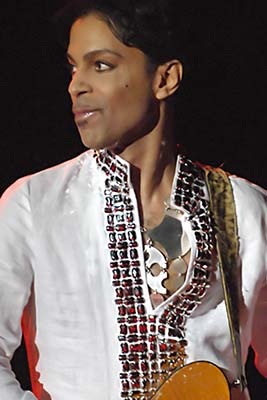 Prince performing at Coachella in 2008. Photo Credit: Micahmedia [CC BY-SA 3.0], via Wikimedia Commons